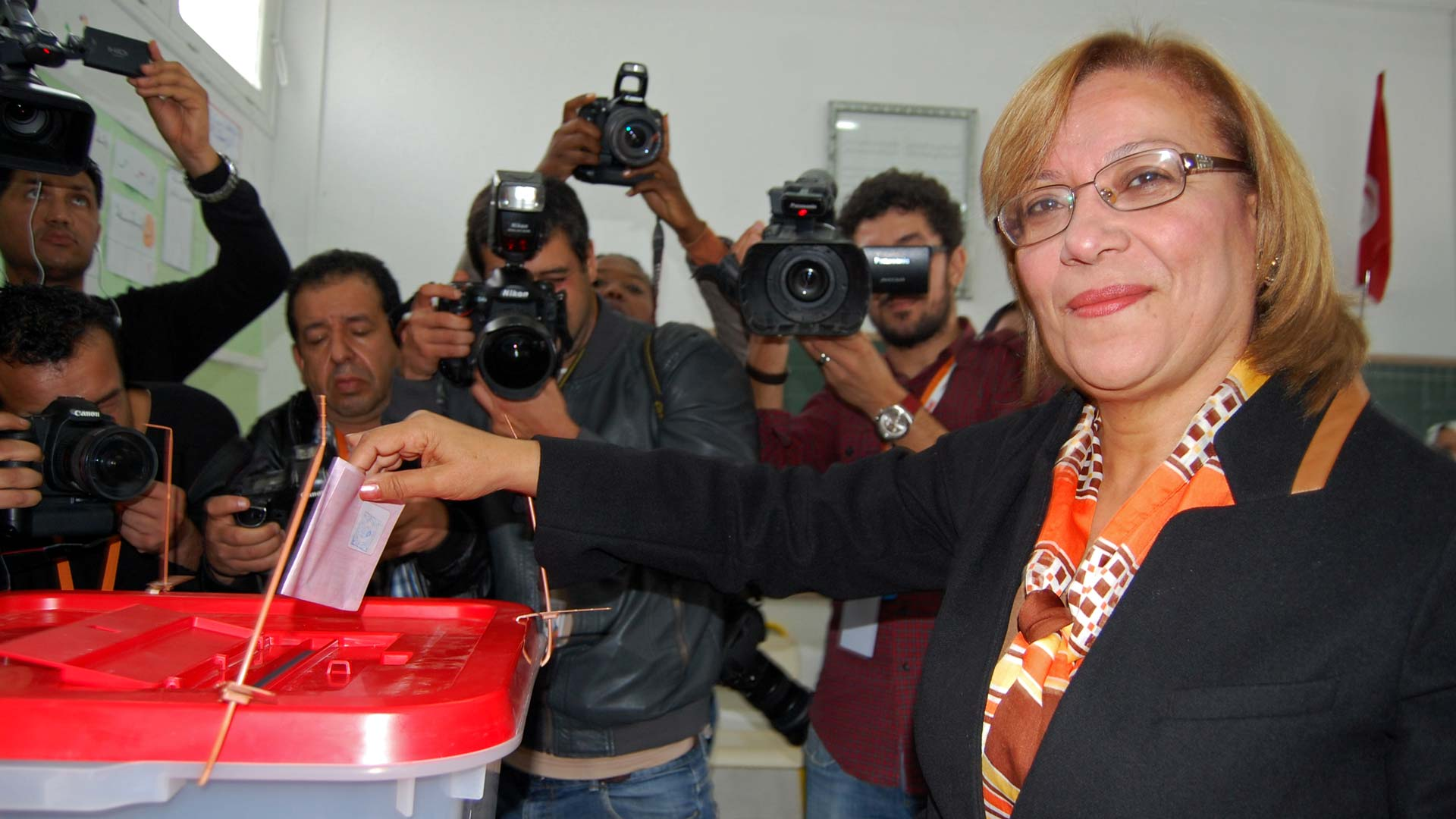 10-tnelec2014-presidentielle-vote-kannou-1920-inkyfada