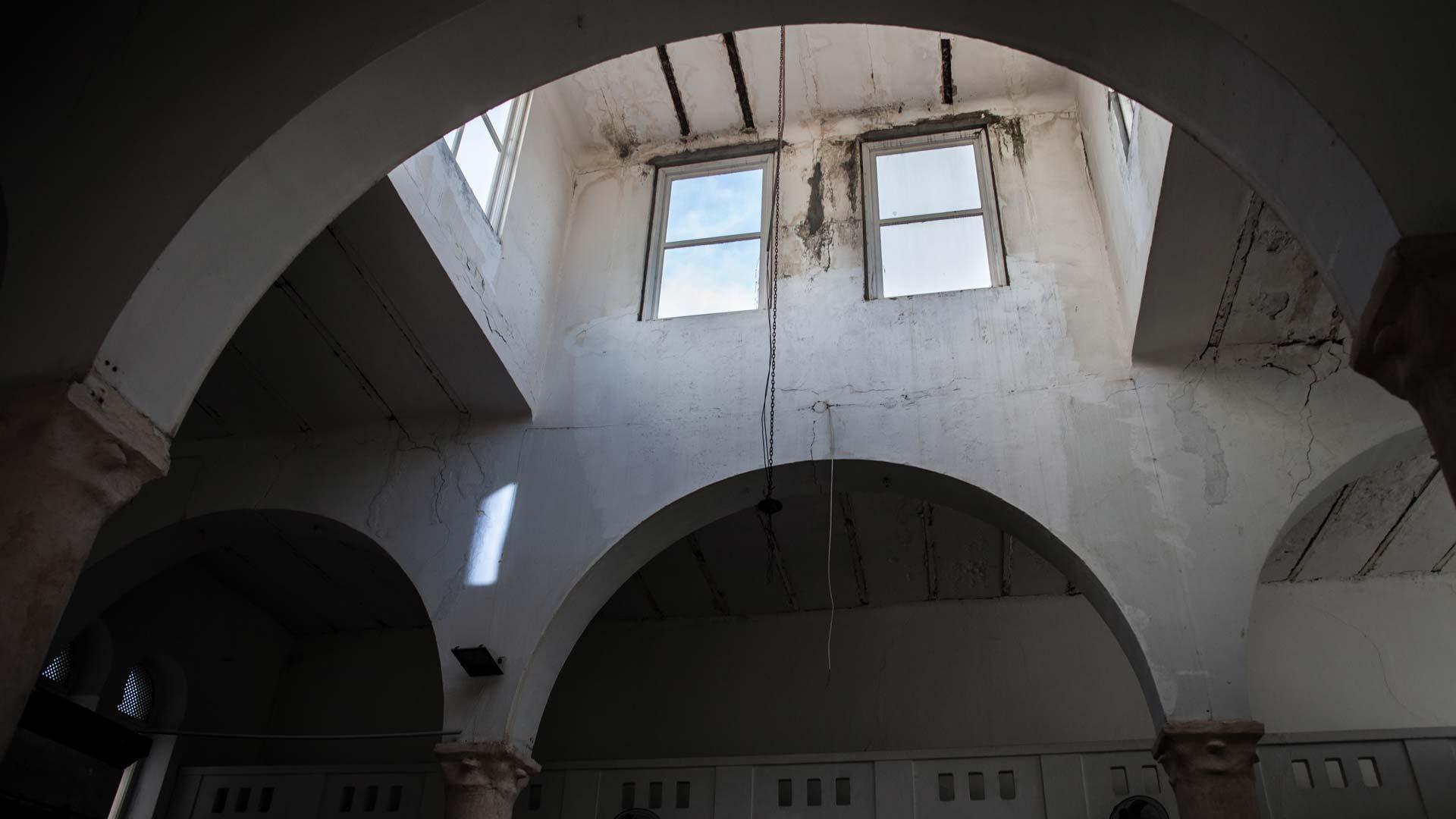 portrait-yves-tunisien-juif-plafond-synagogue1-inkyfada