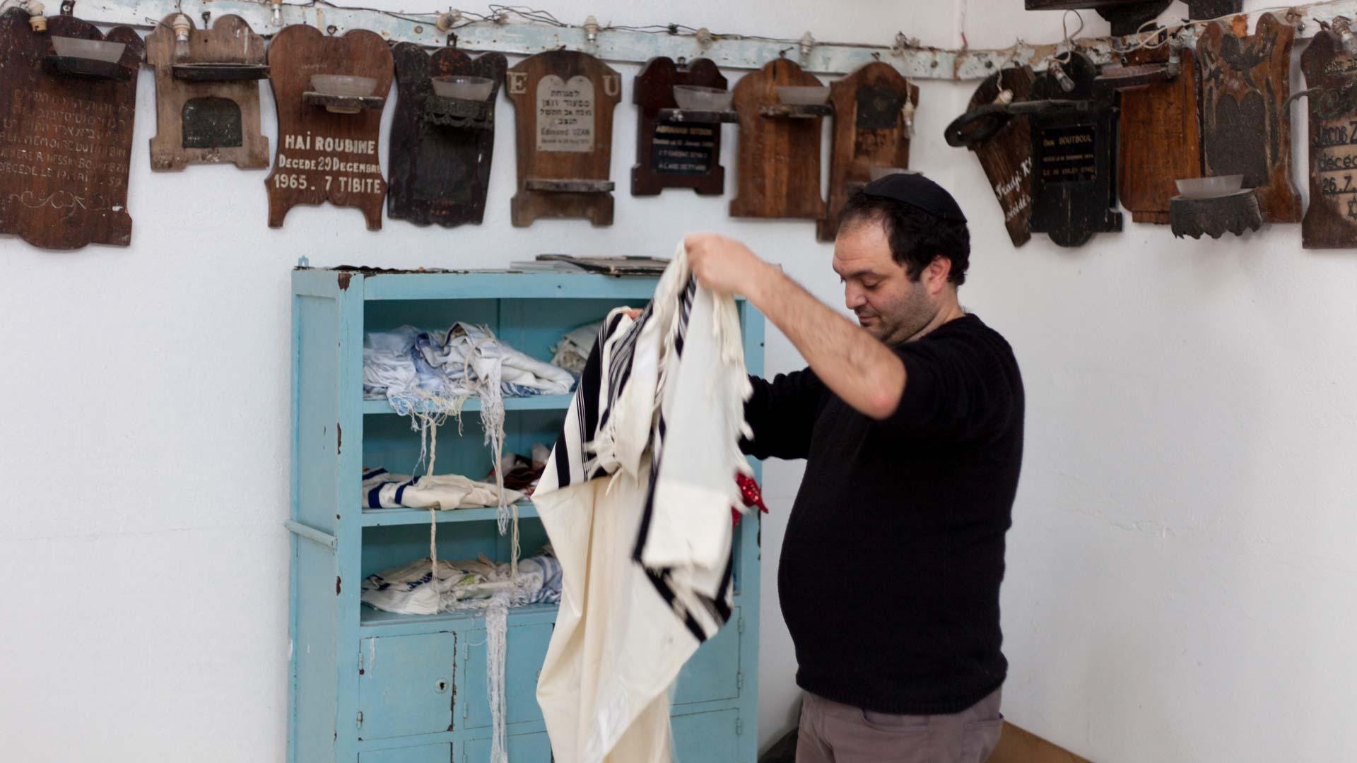 01-portrait-yves-tunisien-juif-priere1-inkyfada