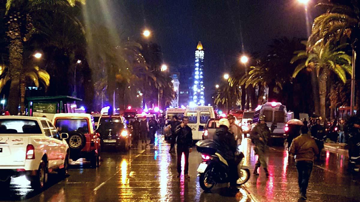 tunisattack-mohamedv-ambulance-police-terrorisme-attentat-tunisie-inkyfada