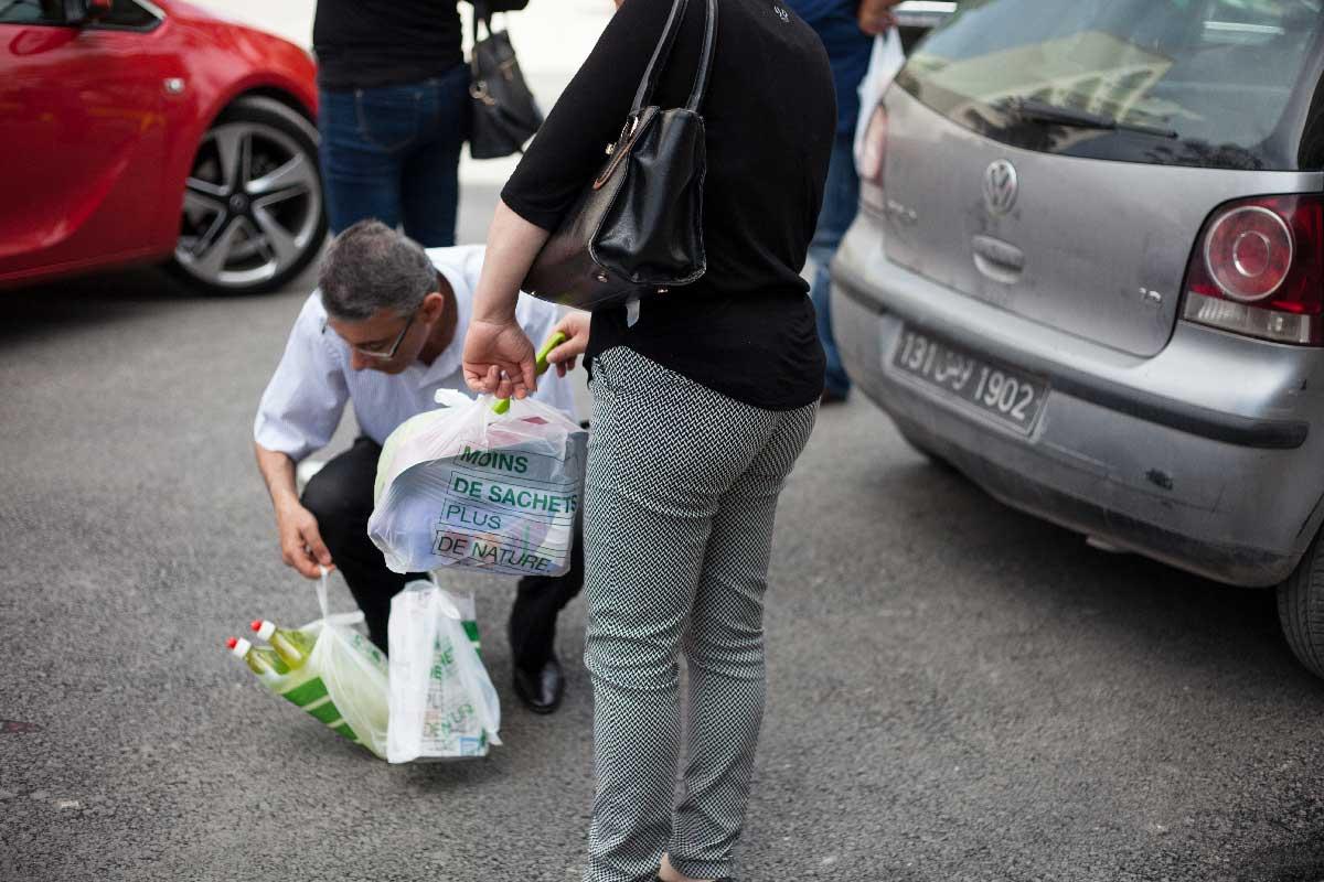 sacs-plastiques-courses-interdiction-tunisie-inkyfada