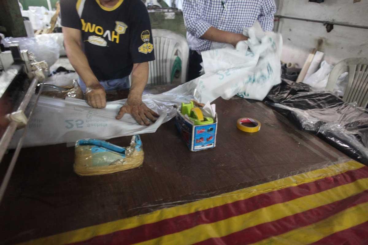 sacs-plastiques-interdiction-usine-tunisie-inkyfada